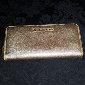 Michael Kors Metallic Travel Pale Gold Saffiano